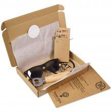 Brievenbuspakket met flesopener, speelkaarten en een gepersonaliseerde zonnebril met jouw naam