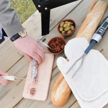 Brievenbuspakket 'Top of the Grill'  |  Vleesthermometer, handschoenenset en een gepersonaliseerde snijplank met jouw naam