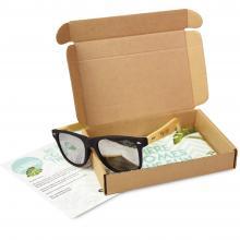 Brievenbuspakket met bamboe zonnebril gegraveerd met jouw naam | Summerbox003 CustomMade
