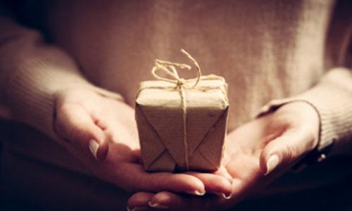 Het geven van een relatiegeschenk: 5 tips om het geschenk onvergetelijk te maken!